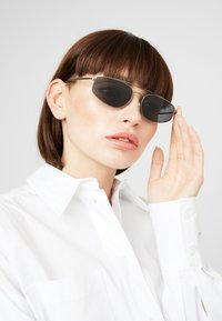 RETROSUPERFUTURE - TEMA - Sluneční brýle - black - 3