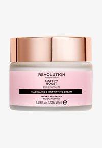 Revolution Skincare - MATTIFY BOOST - Face cream - - - 0