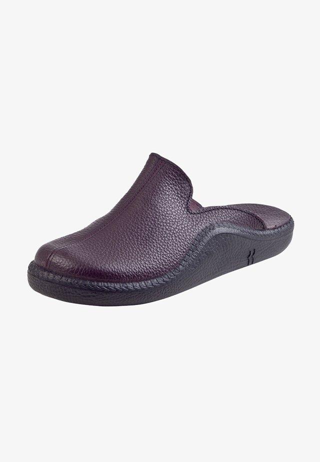 MOKASSO - Slippers - bordeaux