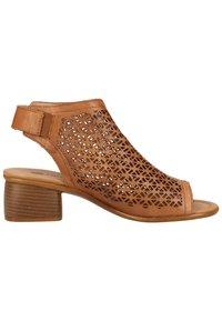 Remonte - Sandalen met enkelbandjes - muskat - 6
