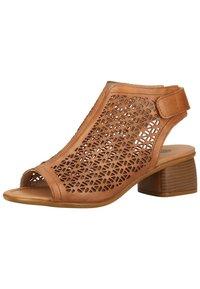 Remonte - Sandalen met enkelbandjes - muskat - 2
