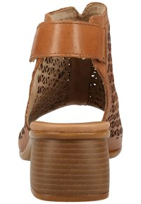 Remonte - Sandalen met enkelbandjes - muskat - 3