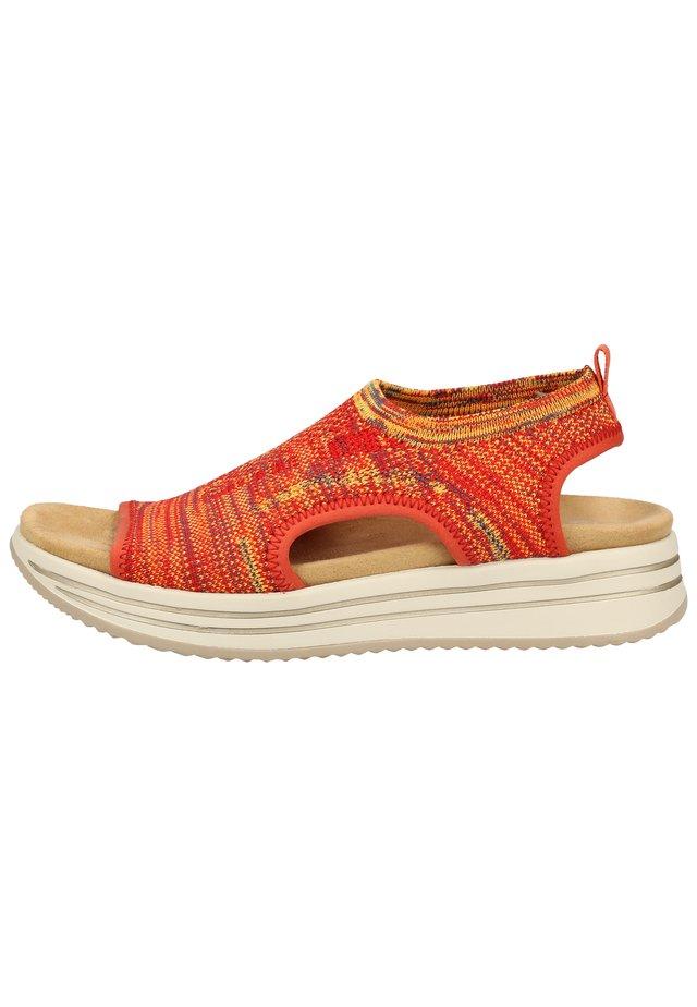 Sandały na koturnie - orange-multi 38
