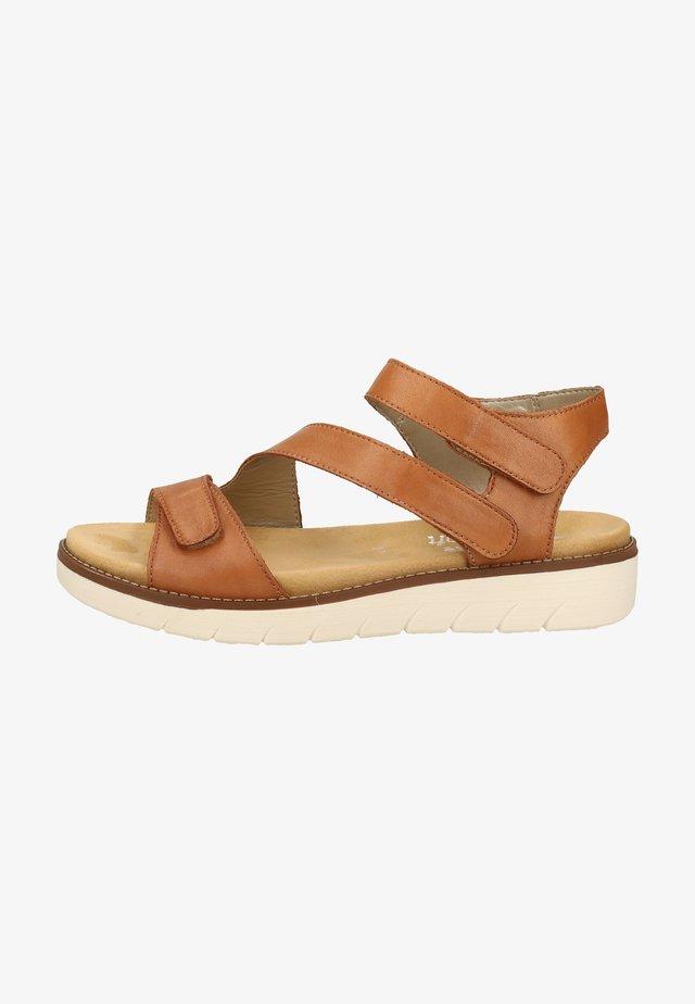 Sandały na platformie - noccia