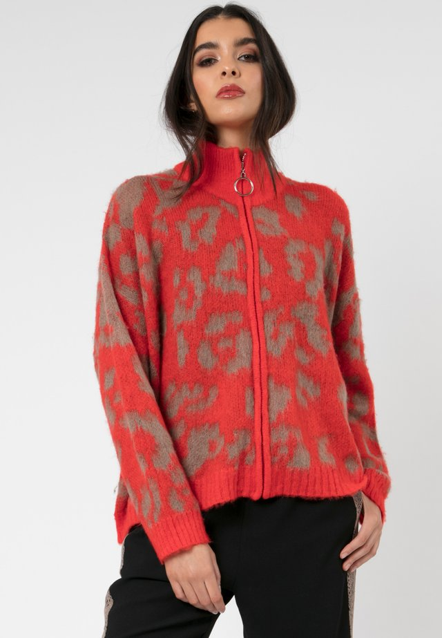 MAXIMUM  - Cardigan - red/camel