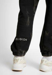 Religion - CRACKED PANT - Träningsbyxor - black - 4