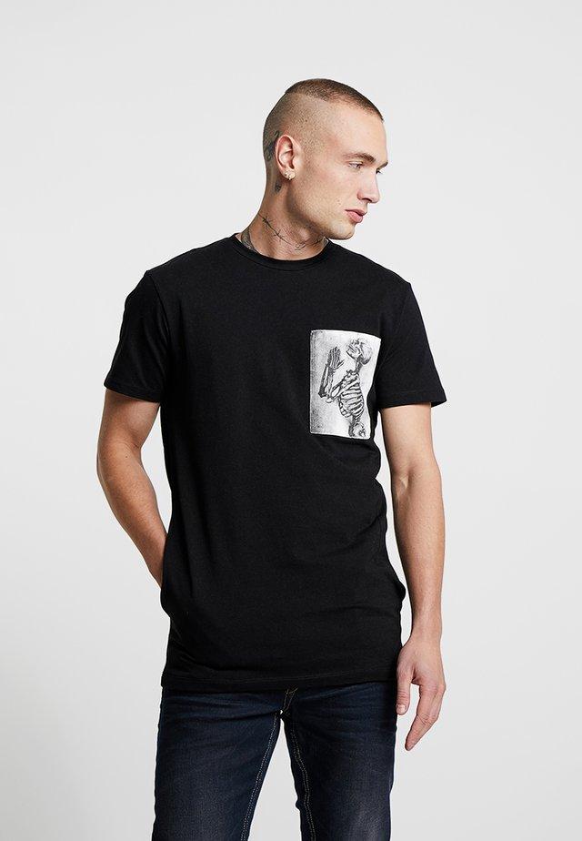 SKELETON PATCH TEE - Print T-shirt - black