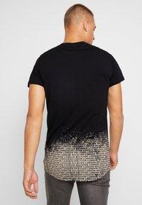 Religion - CLOUDY CURVED HEM TEE - Camiseta estampada - black - 2