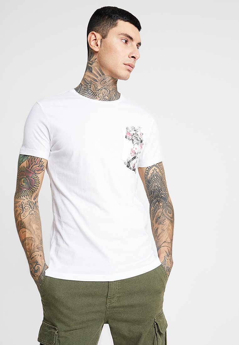 Religion - PRAY POCKET STRAIGHT HEM TEE - Camiseta estampada - white