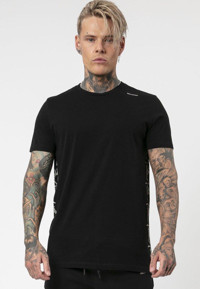 Religion - PRAYING TEE - T-shirt print - black/white