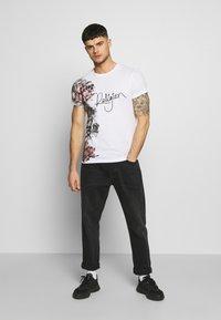 Religion - HERO TEE - Print T-shirt - white - 1