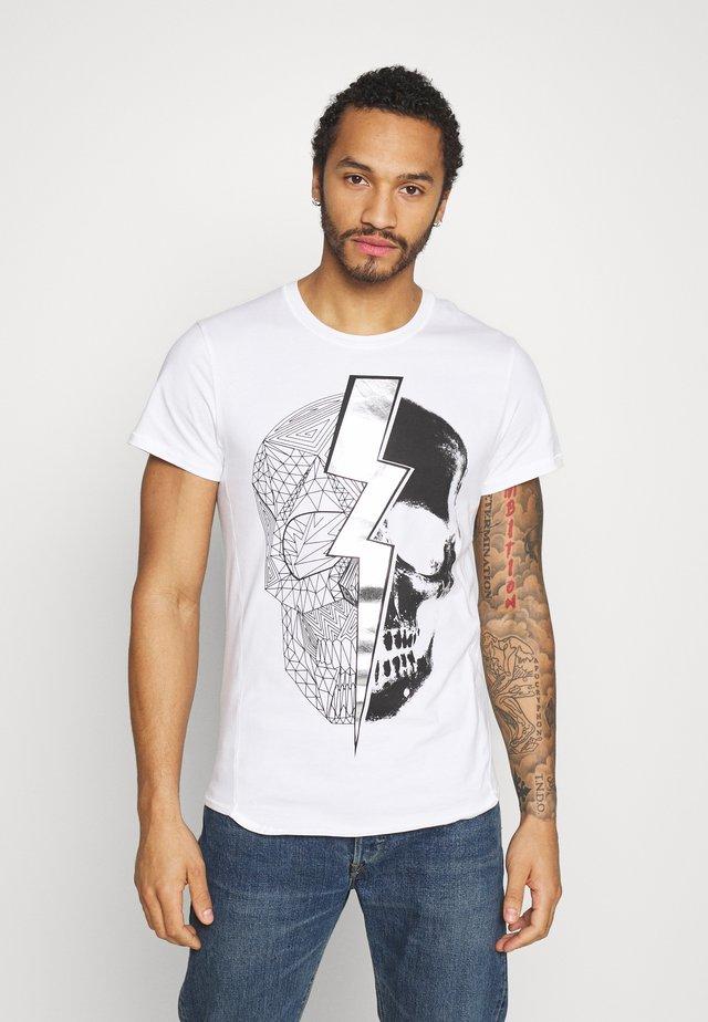 LIGHTNING SKULL TEE - Print T-shirt - white