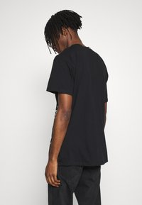 Religion - TWISTED TEE - T-shirt med print - black - 2