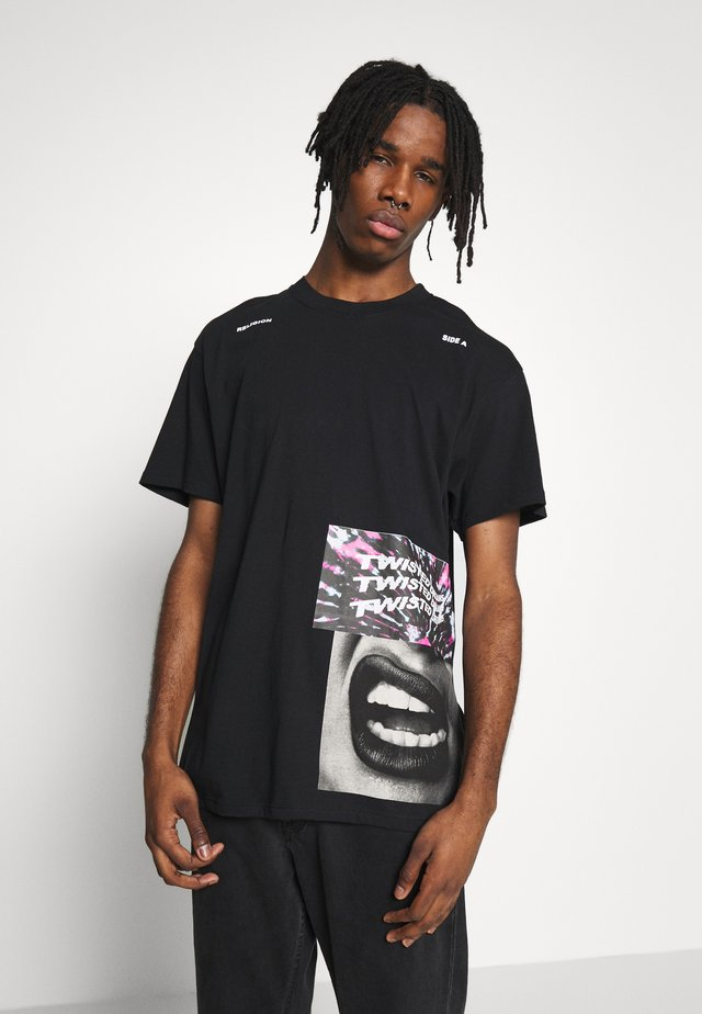 TWISTED TEE - Printtipaita - black