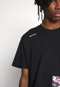 Religion - TWISTED TEE - T-shirt med print - black - 4
