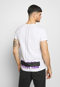 Religion - PATCH TEE - T-shirts med print - white - 2