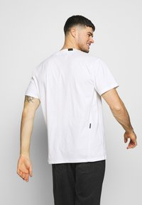 Religion - TWISTED TEE - Triko s potiskem - white - 2