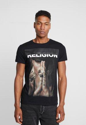 SINNER TEE - T-shirt z nadrukiem - black
