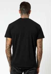 Religion - SLICE SKULL  - T-shirt z nadrukiem - black - 2