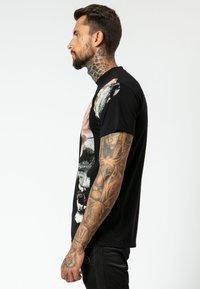 Religion - SLICE SKULL  - T-shirt z nadrukiem - black - 3