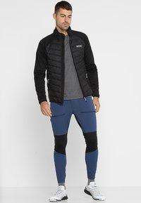 Regatta - BESTLA HYBRID - Outdoor jakke - black - 1