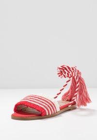 Red V - Sandály - red/white - 4