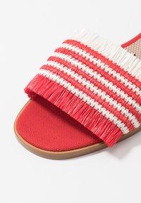 Red V - Sandály - red/white - 2