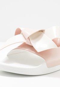 Red V - Pantofle - nude/milk - 2