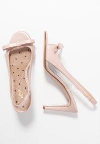 Red V - Sandály na vysokém podpatku - nude - 3