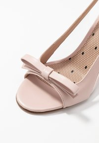 Red V - Sandály na vysokém podpatku - nude - 2