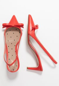 Red V - Classic heels - coral - 3