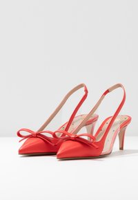 Red V - Classic heels - coral - 4