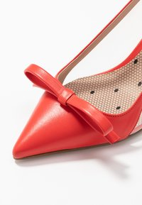 Red V - Classic heels - coral - 2