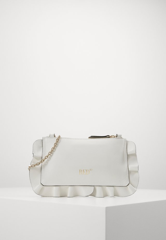 ROCK RUFFLES POUCHETTE CHAIN - Clutch - milk
