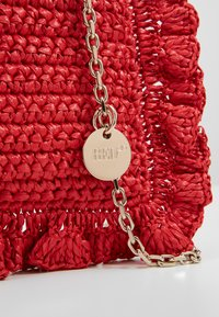 Red V - ROCK RUFFLES RAFFIA CLUTCH - Across body bag - coral - 2