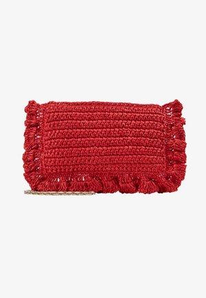 ROCK RUFFLES RAFFIA CLUTCH - Across body bag - coral