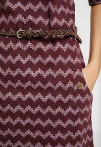 Ragwear - TANYA ZIG ZAG - Žerzejové šaty - wine red - 4