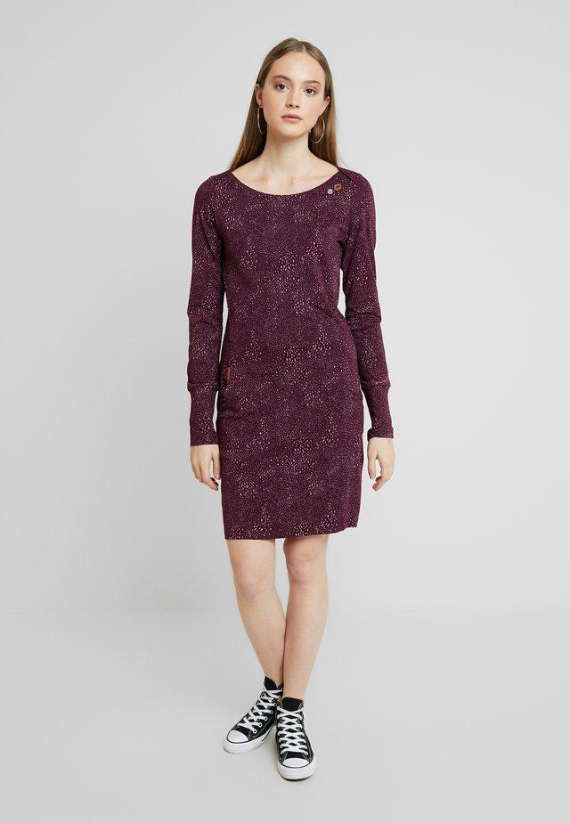 RIVER SPLASH - Pouzdrové šaty - wine red