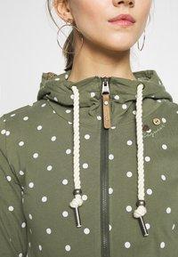 Ragwear - PAYA DOTS - Zip-up hoodie - olive - 7