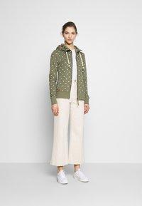 Ragwear - PAYA DOTS - Zip-up hoodie - olive - 1
