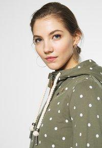Ragwear - PAYA DOTS - Zip-up hoodie - olive - 3