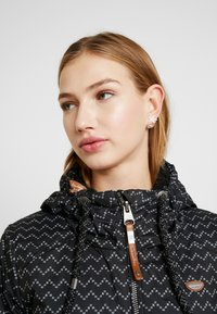 Ragwear - ZUZKA ZIG ZAG - Classic coat - black - 4