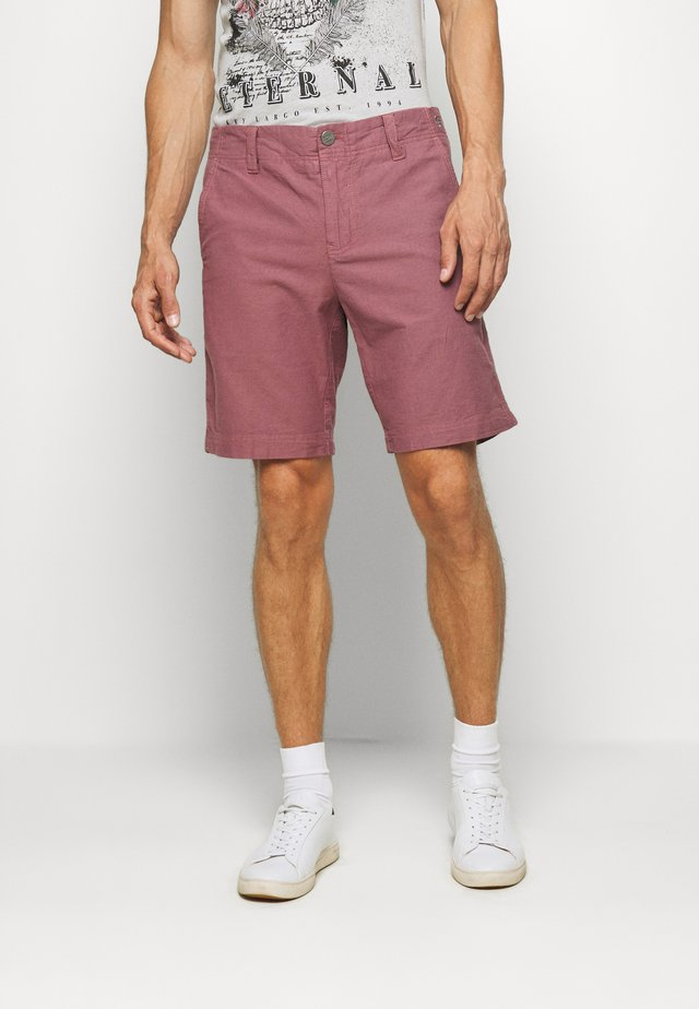 KAREL - Shorts - dusty red