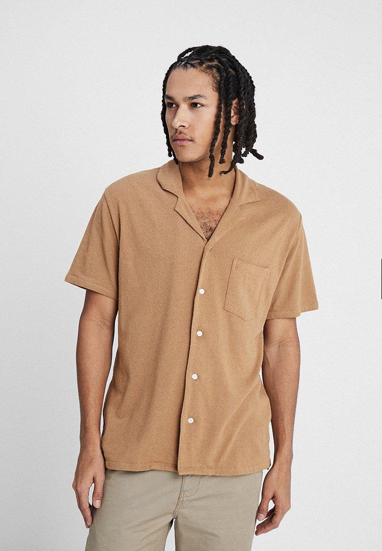 Resteröds - RESORT SHIRT TERRY - Shirt - light brown