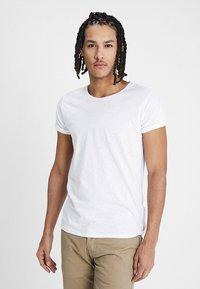 Resteröds - JIMMY  - T-shirt - bas - white - 0
