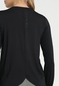 Röhnisch - FLATTERING - Langarmshirt - black - 5