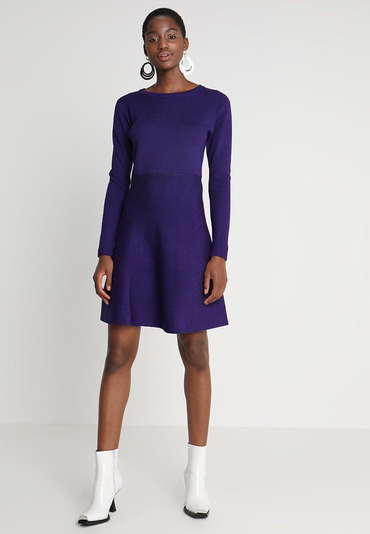 Soft Rebels - HENRIETTA DRESS - Stickad klänning - parachute purple