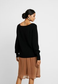 Soft Rebels - SANNE LONG V-NECK - Sweter - black - 2