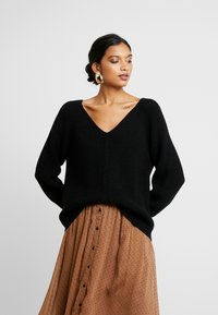 Soft Rebels - SANNE LONG V-NECK - Sweter - black - 0