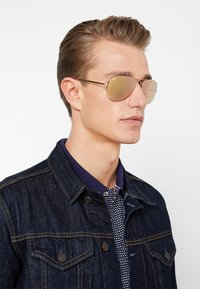 Ray-Ban - Sonnenbrille - gold - 1